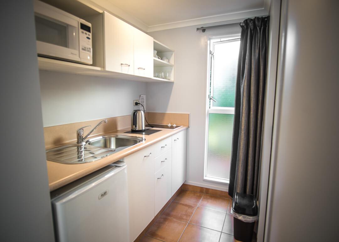 Executive Motel Taupo New Zealand - kitchenette