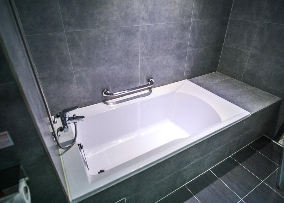 Legend hotel Kaohsiung pier2 - bathtub