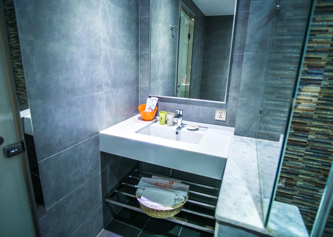Legend hotel Kaohsiung pier2 - sink