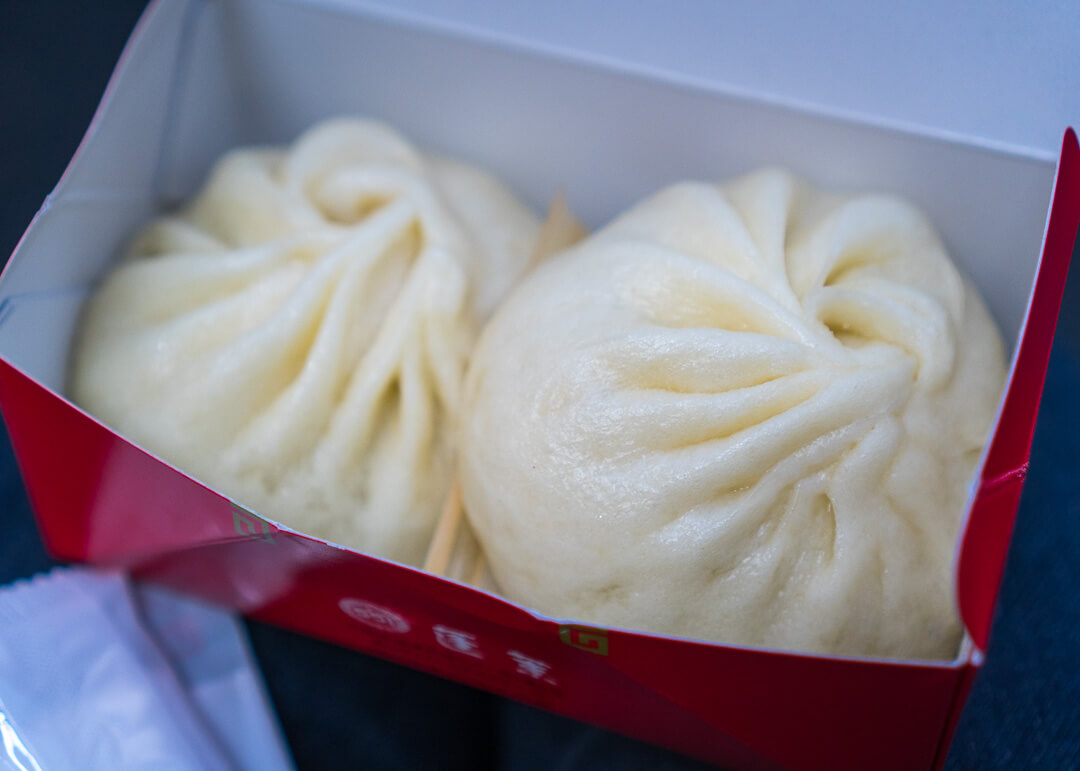 top things to do in Osaka Japan - 551 Horai buns