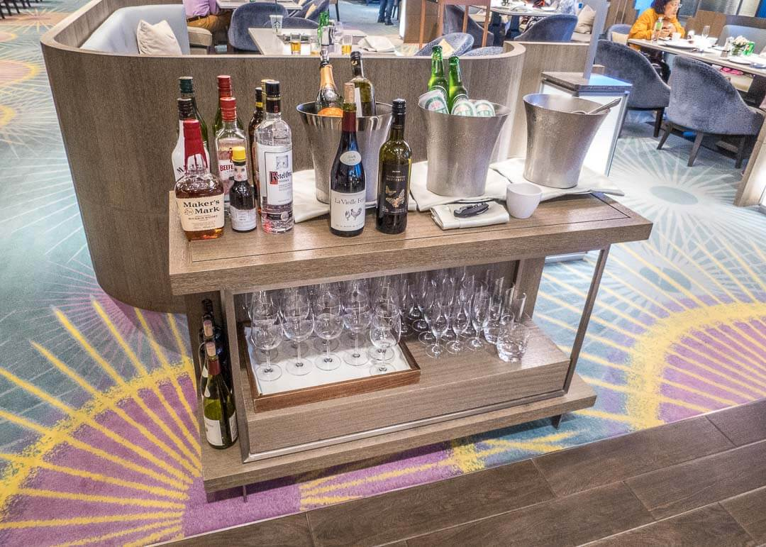 Courtyard Marriott Taipei - alcoholic drinks cart