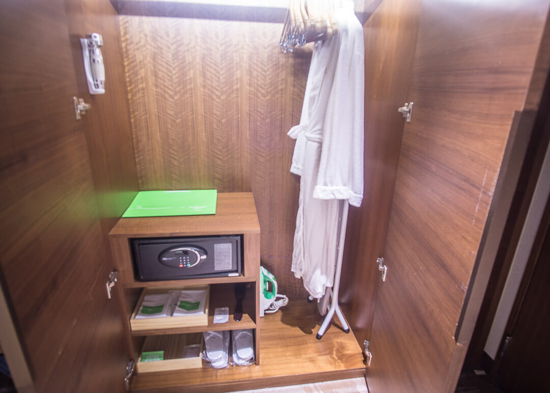 Courtyard Marriott Taipei - closet