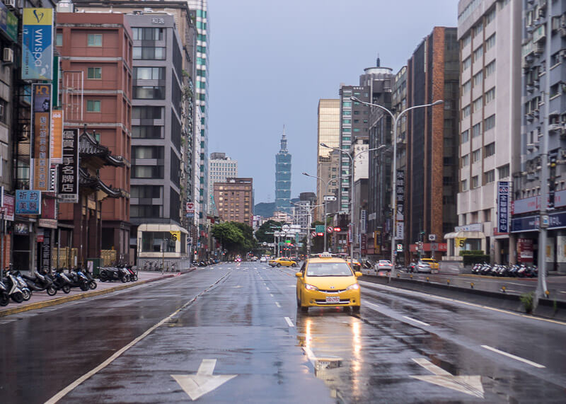 modern nomad life japan taiwan - taipei 101 rainy day