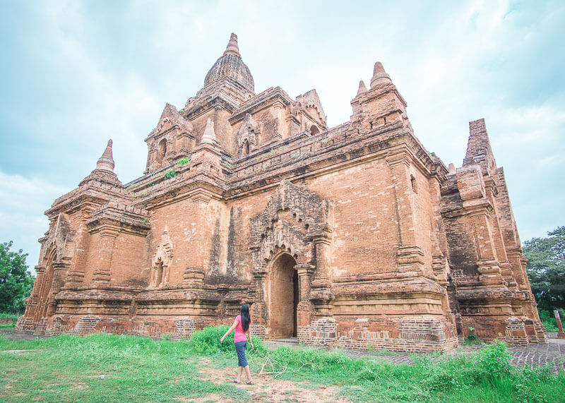 Bagan travel blog - Ywa Huang Gyi Temple exploring on our own