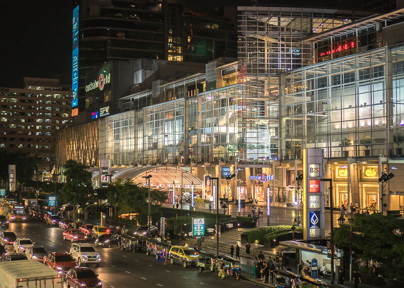 bangkok travel blog - nightlife at shopping mall