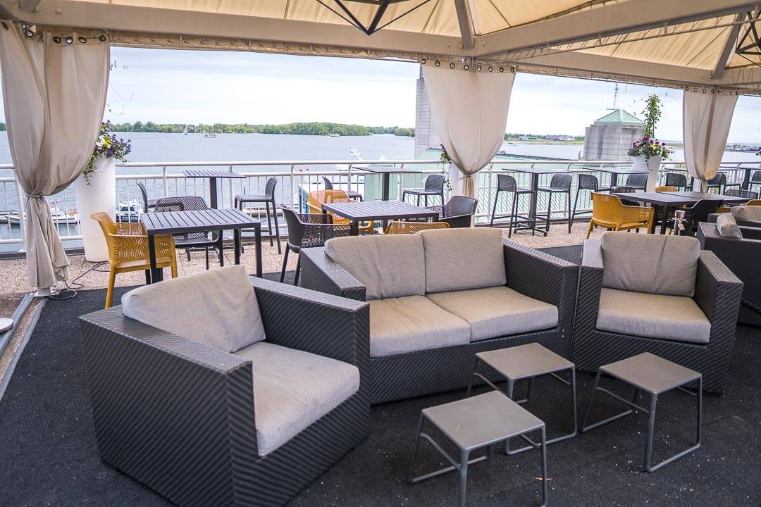 Radisson Harbourfront Toronto - rooftop patio