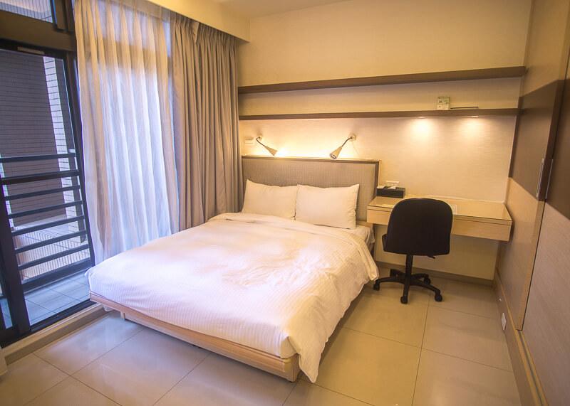 modern nomadic lifestyle - taipei apartment room