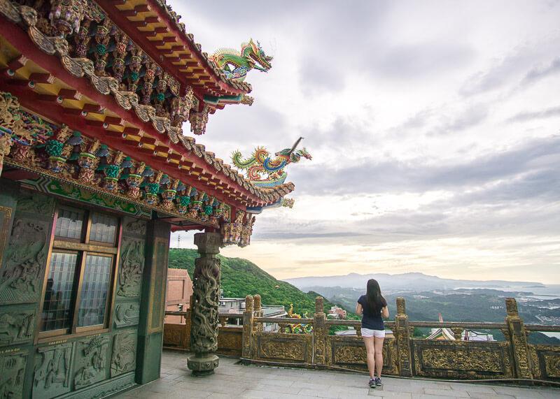 modern nomadic lifestyle - jiufen temple view