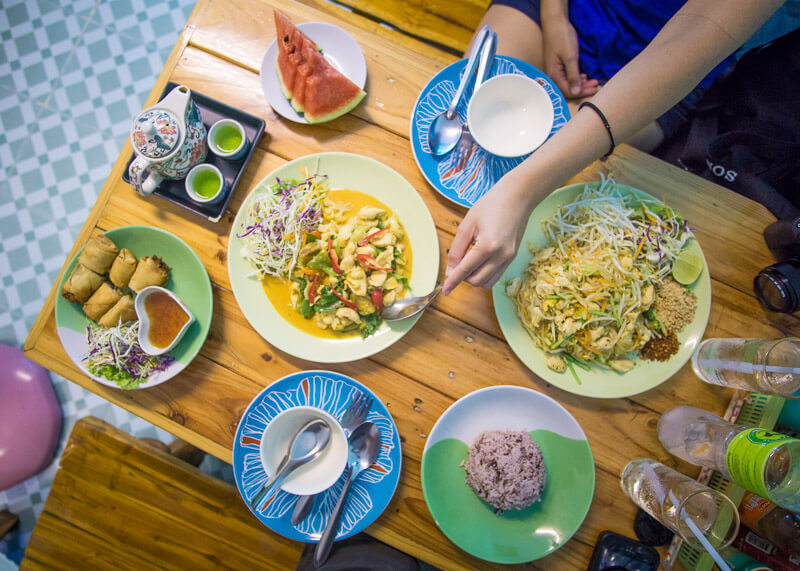 nomad living - thai food at chiang mai cooking love restaurant
