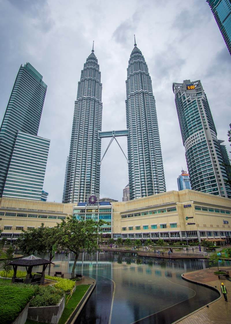 Five Days Was Enough For Me To Love Beautiful KL Kuala Lumpur | Kuala Lumpur has been on my bucket list for over a decade. The street food is incredible, along with the twin towers and the Batu caves. Click to read more to learn why I love KL and see the photography that was taken during this trip