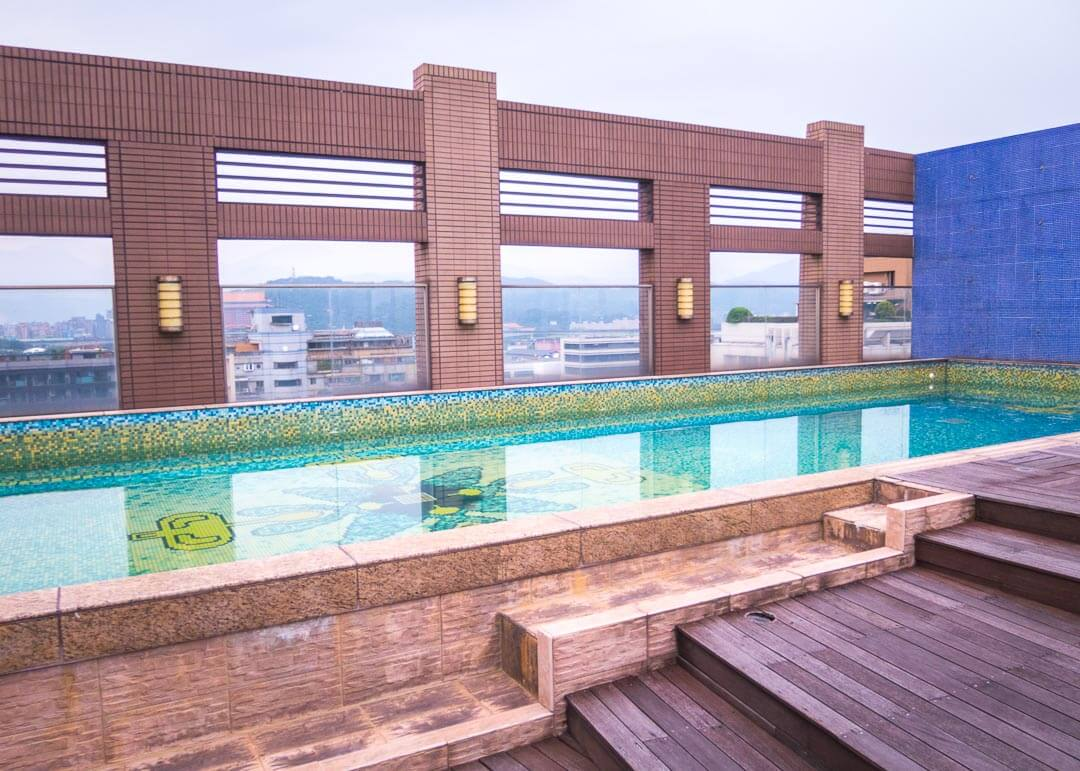 Kee Tai Service Apartment Taipei - rooftop pool