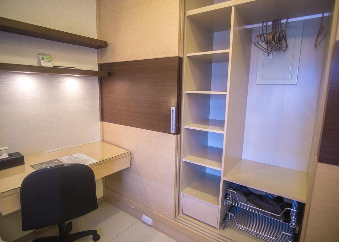 Kee Tai Service Apartment Taipei - shelves