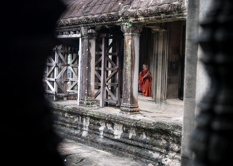 Siem Reap Travel Blog - Angkor Wat temple monk