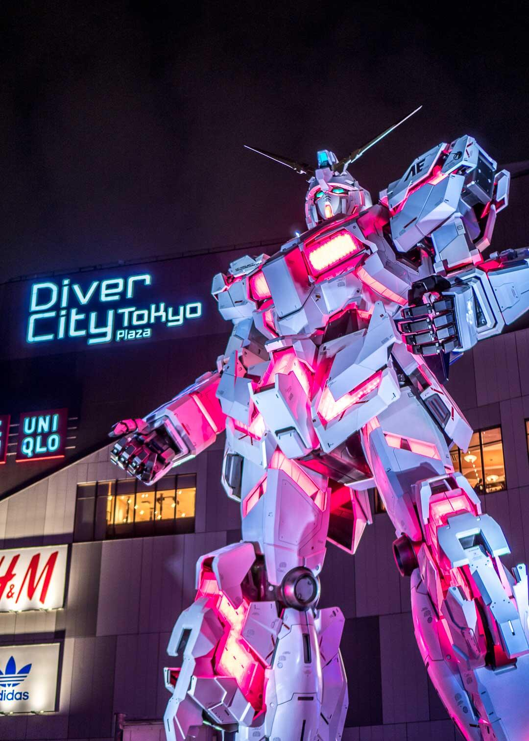 Things to do in odaiba tokyo - gundam statue