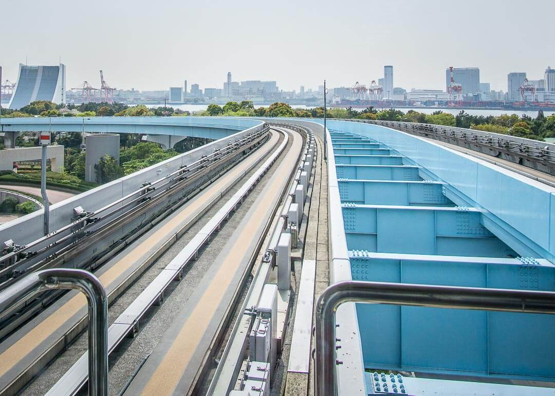 Things to do in odaiba tokyo - train tracks