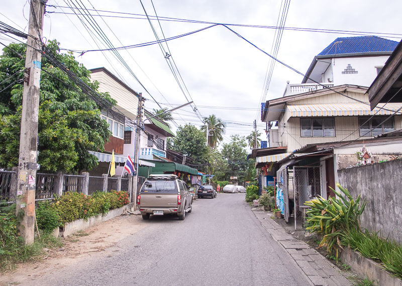 chiang mai travel blog - chiang mai residential road