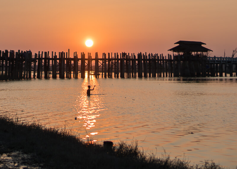 Mandalay travel blog - sunset at U-Bein bridge
