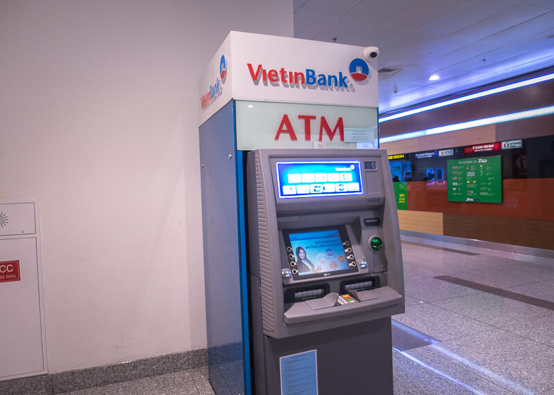 Hanoi travel blog - airport ATM to withdraw cash
