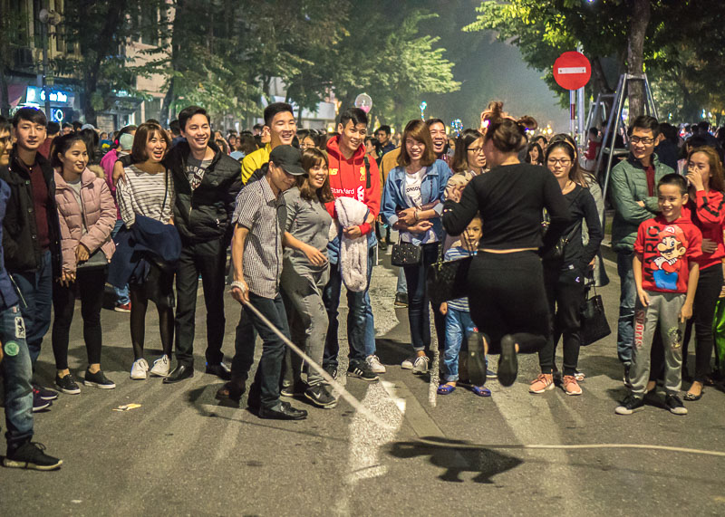 Hanoi travel blog - Hoàn Kiếm Lake weekend street rope skipping