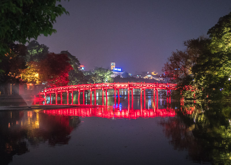 Hanoi travel blog - Hoàn Kiếm Lake the huc bridge at night