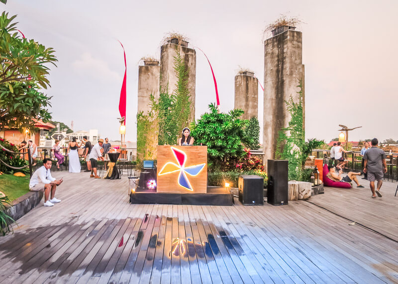 four points by Sheraton bali kuta rooftop bar DJ
