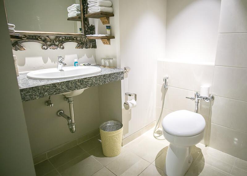four points by Sheraton bali kuta leisure suite bathroom